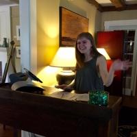 Hostess, Emma Cahan